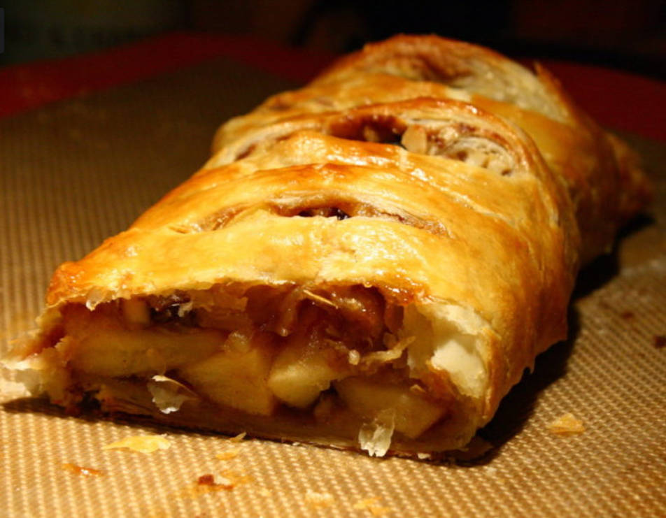 Apple strudel with apples