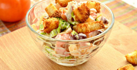 Chicken Salad with Tomatoes and Beans