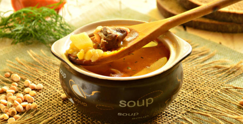 Pea soup with beef