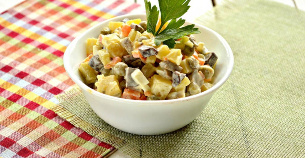 Salad with pickled mushrooms and green peas